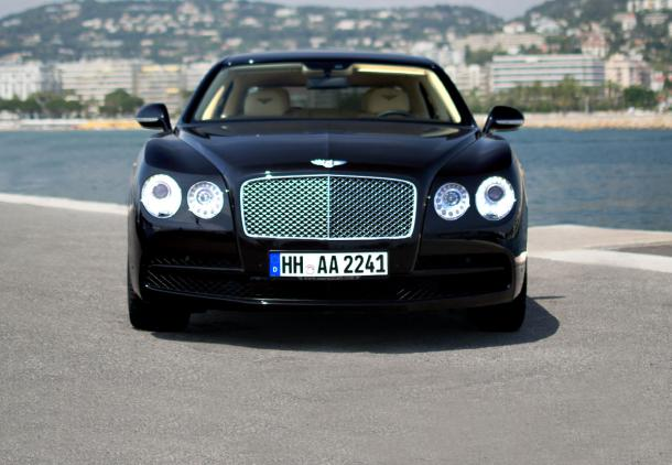 Bentley Flying Spur chauffeured service , location voiture avec chauffeur , alquiler de coches con conductor , аренда автомобиля с водителем ,  ドライバとレンタカー , 帶司機的汽車租賃服務 , تأجير سيارة مع سائق , השכרת רכב עם נהג ,  اجاره اتومبیل با راننده - AAA Luxury
